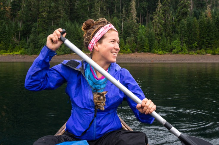 Kayleen e Keel in canoa